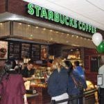Đến Starbucks xếp hàng mỗi ngày để tìm khách hàng tiềm năng