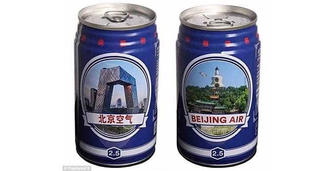 Mỗi lon không khí Bắc Kinh có giá 4 USD. Ảnh: Plastered 8.