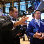 Chứng khoán Mỹ ngập sắc xanh nhờ giá dầu sát mốc 50 USD/thùng
