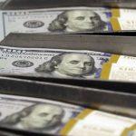 Đồng USD chạm đỉnh cao 13 năm