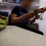 Nhân viên 7-Eleven bị quản lý yêu cầu trả lại một phần tiền lương hoặc chấp nhận bị đuổi việc