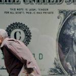 """Đồng USD vượt đáy sau khi bà Clinton """"thoát án"""""""