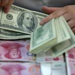 Người Trung Quốc ồ ạt tiết kiệm bằng ngoại tệ