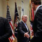 CEO Tesla rút khỏi hội đồng cố vấn của Tổng thống Trump