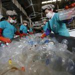 Rác thải tái chế giá trị không kém… dầu mỏ
