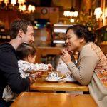 Vợ chồng Mark Zuckerberg tiêu tiền thế nào?