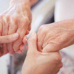 Nhìn tay đoán bệnh bằng 6 dấu hiệu khoa học: Sức nắm tay báo hiệu bệnh tim, vân tay tiết lộ bệnh huyết áp…