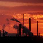 Giá dầu xây đỉnh 3 năm, cảnh báo đà bán tháo trong ngắn hạn