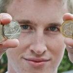 Chàng trai 20 tuổi kiếm hơn 2 tỷ đồng một năm nhờ bỏ hết việc đi bán tiền xu