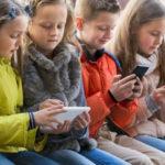 Bi kịch thời smartphone: Cứ lên Facebook rồi ghen tỵ mà chẳng biết mình thật sự muốn gì