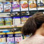 """Trung Quốc """"sôi sục"""" loại bỏ sữa bột công thức kém chất lượng"""