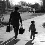Đây là 50 quy tắc để làm người đàn ông tử tế và trưởng thành, mọi cha mẹ đều nên dạy bảo con mình