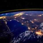 Không cần tính toán phức tạp, các nhà thiên văn học có thể biết được tăng trưởng GDP của một quốc gia bằng cách… nhìn bầu trời đêm của nước đó