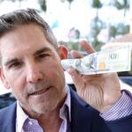 Triệu phú tự thân Grant Cardone: Tiết kiệm tiền là việc vô ích, và đây là lý do